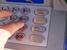 Banche senza sportelli: ai clienti resta il telefono