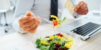 Conseguenze del mangiare davanti al pc